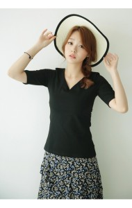 KTP1119604C V neck middle sleeves t shirt Actual Photo